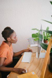 black woman lifestyle blogger